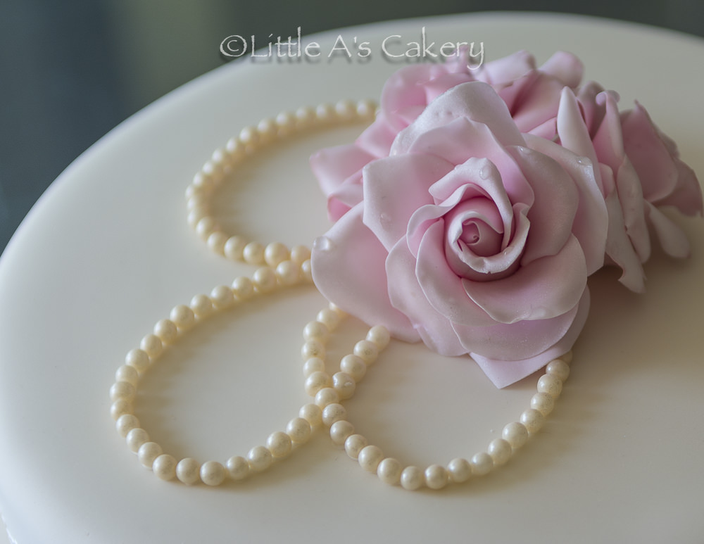 pink rose, lace, pearl cake detail