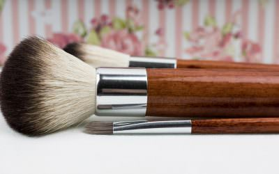 5 Tips for Landing a Job in the Beauty Industry by Hanna Johnson